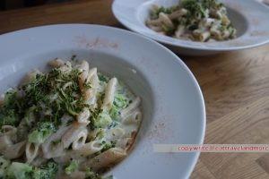 Brokkoli-Dinkel-Nudeln mit Joghurtsauce