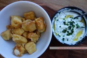 gebackener Käse mit Joghurtsauce